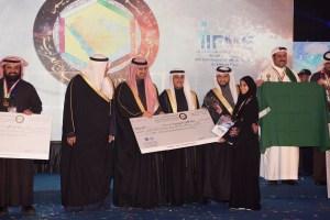 تكريم المخترعة الإماراتية وفاء البلوشي الفائزة بالمركز الثالث لجائزة مكتب براءات الإختراع الخليجي