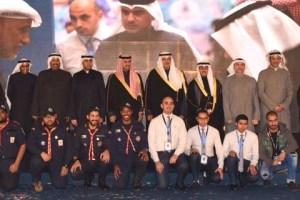 الشيخ سلمان الحمود الصباح وطلال الخرافي في صورة تذكارية مع أعضاء اللجنة المنظمة للمعرض