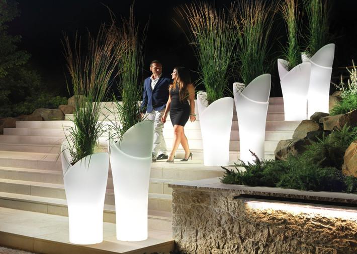 cache pot lumineux au design d exception interieur exterieur filaire ou nomade 3 tailles assia par lyxo