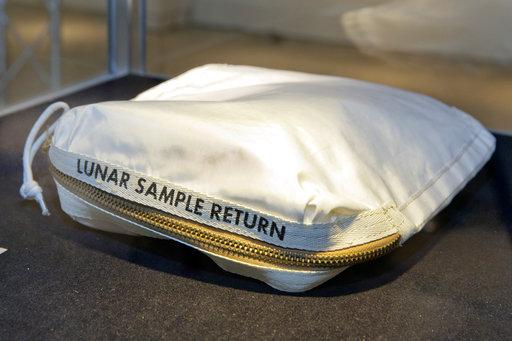 Apollo 11 Contingency Lunar Sample Return Bag_418704