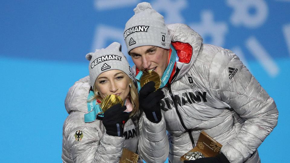 savchenko-massot-medals-usatsi_10616123-1024_521562