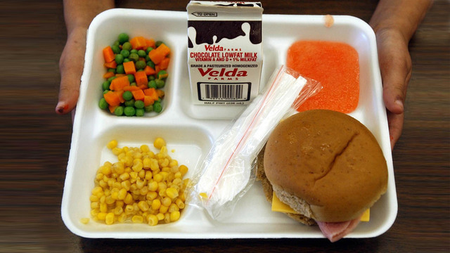 school-lunch-tray_37832121_ver1.0_640_360_1534527515209_52215167_ver1.0_640_360_1558090416384_87903999_ver1.0_640_360_1558106794608.jpg