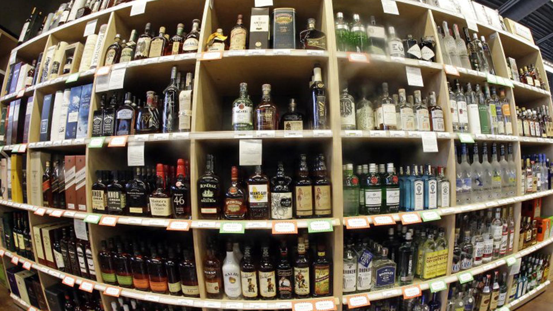 alcohol_drinking_booze_ap_1523633188487.jpg