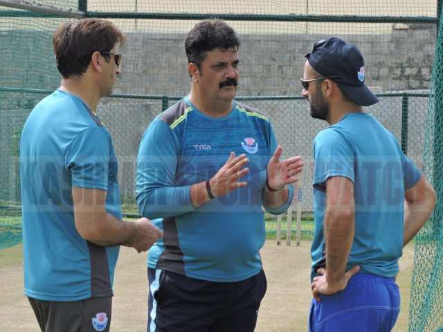 J&K coach and skipper Parvez Rasool in discussion during training ahead of Syed Mushtaq Ali Trophy match .Pic/KSW
