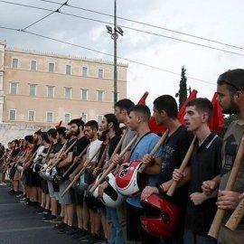 Kreikassa suuria mielenosoituksia – oikeistohallituksen lakihirviö tuomitaan
