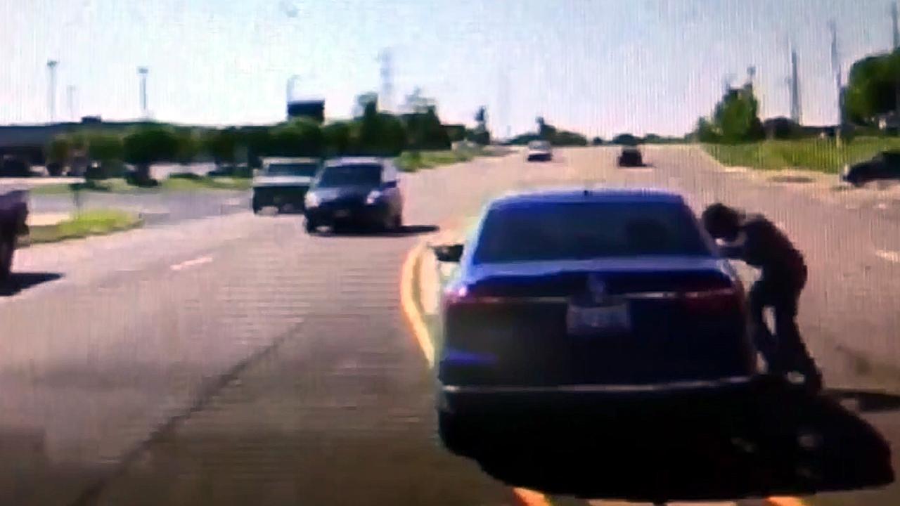 Man jumps into car with man having seizure-159532.jpg94344916