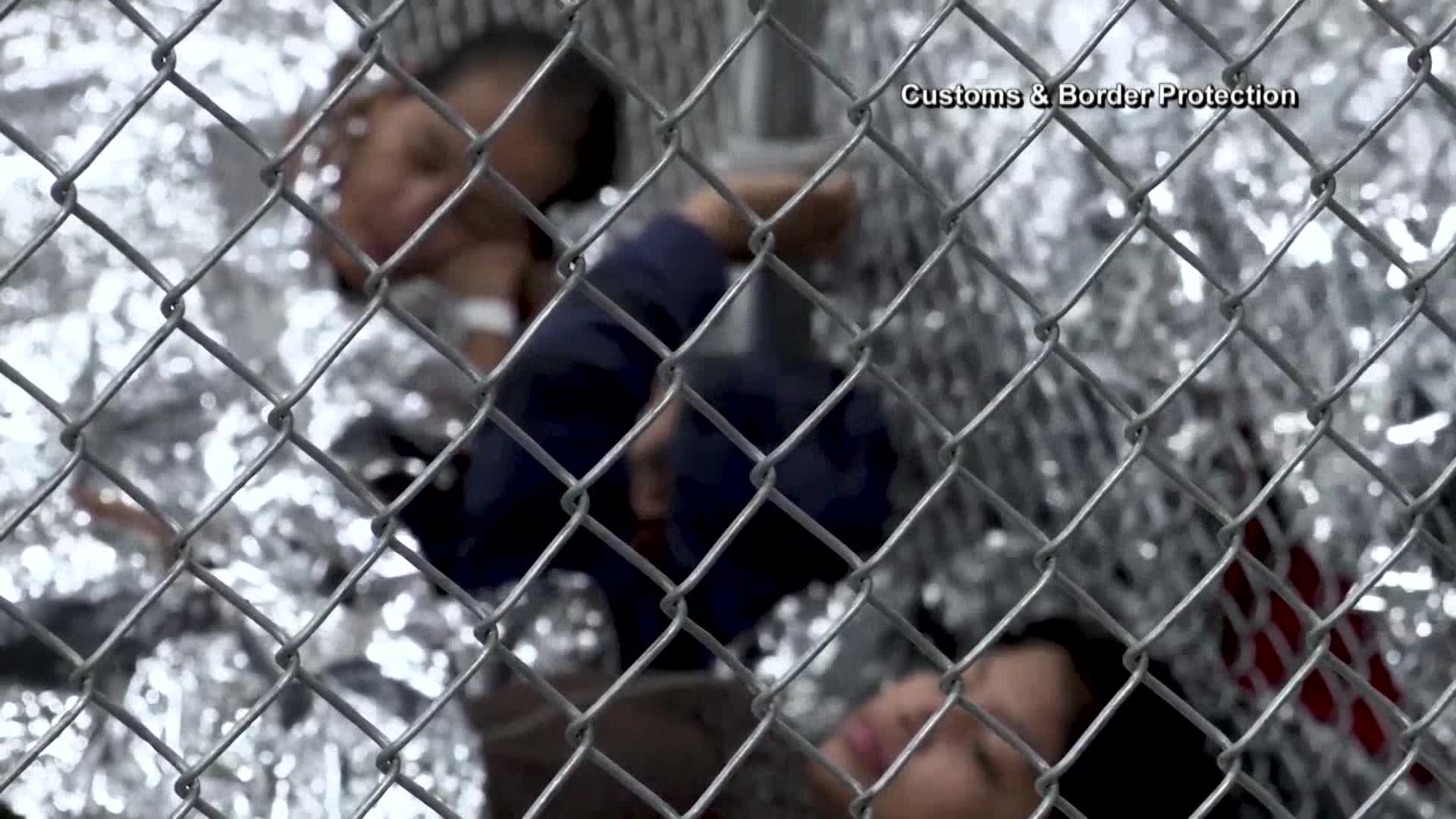 Migrant children at the border-846655081