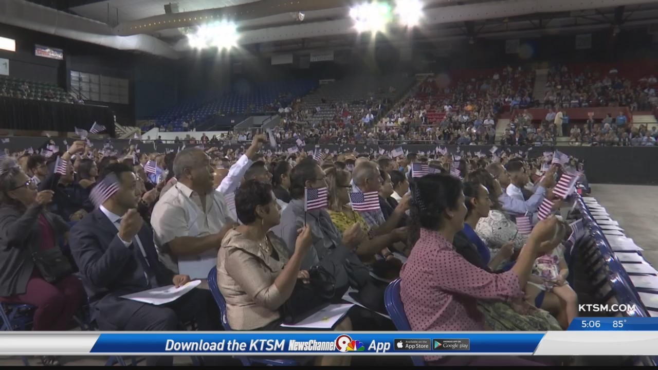 nearly 600 new citizens welcomed at naturalization ceremony