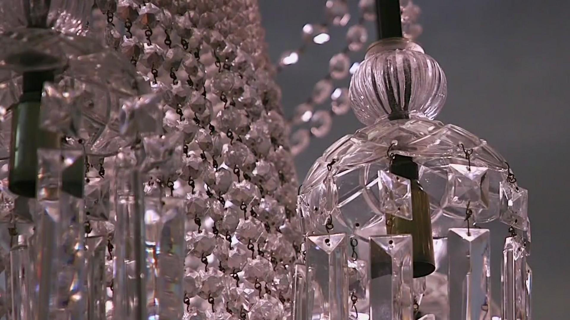 Crews restore chandeliers at Hotel Paso del Norte