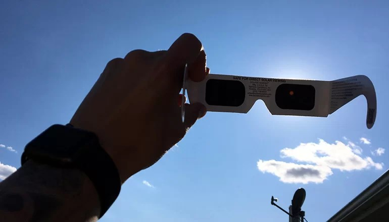 Trenton R-9 and Grundy R-5 Schools can't guarantee safety of eclipse glasses
