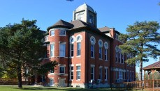 Caldwell County, Missouri, courthouse in Kingston