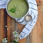 Zupa z rukwi wodnej i kalarepy z kwiatami dzikiego chrzanu. Usłyszeć słowiczy śpiew…