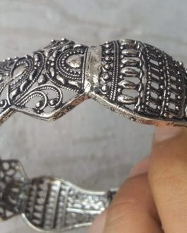 Vintage Crown Cuff-IN-02