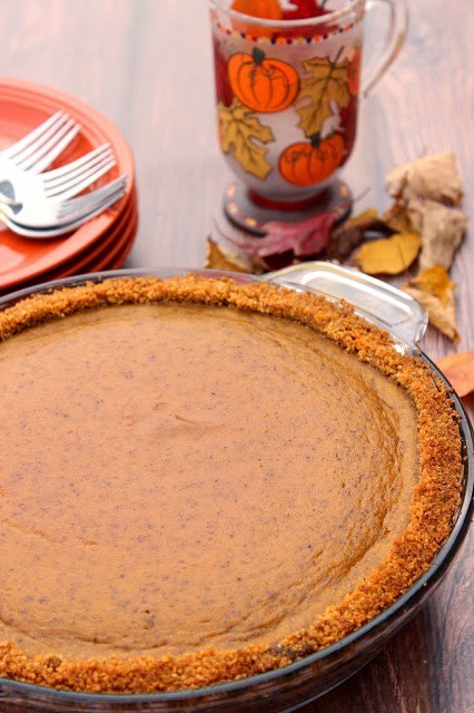 Pumpkin Praline Pie with Graham and Cornflake Crust / www.kudoskitchenbyrenee.com