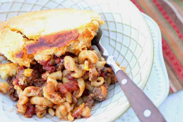 Kudos Chili Mac with Cornbread Crust Recipe