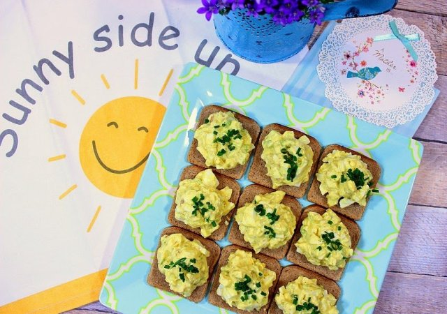 Easy Creamy Egg Salad Canapes