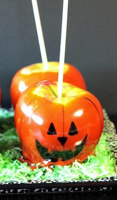 Jack-O-Lantern Caramel Apples