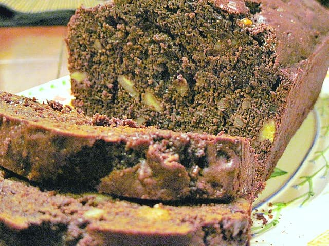 This easy to make chocolate bread recipe with pumpkin & cloves is moist and flavorful. It will soon become your favorite go-to cocoa powder bread recipe. - kudoskitchenbyrenee.com