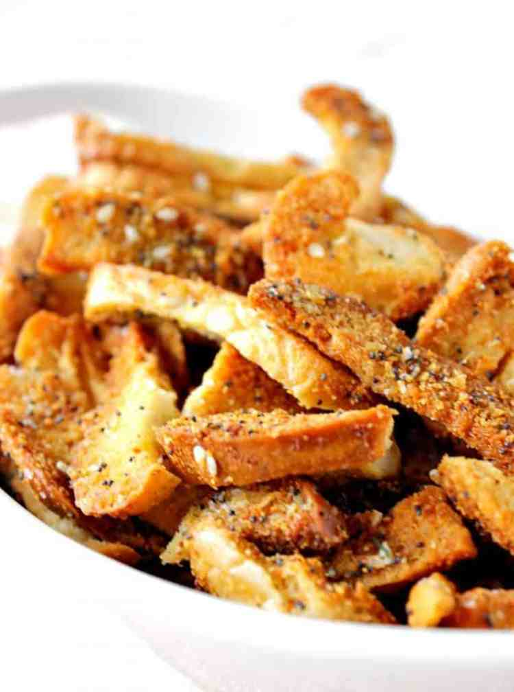 Crispy Crunchy Everything Bagel Chips with garlic and onion