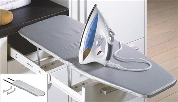 Bügelbrett im Küchenschrank