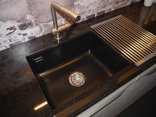 Selektion DMusterkche hochwertige Betonkche mit Granitarbeitsplatte Ausstellungskche in