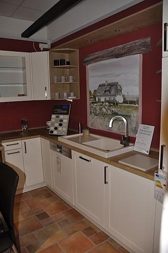 SchllerMusterkche LKche im Landhausstil mit tiefer gesetzter Kochnische Ausstellungskche