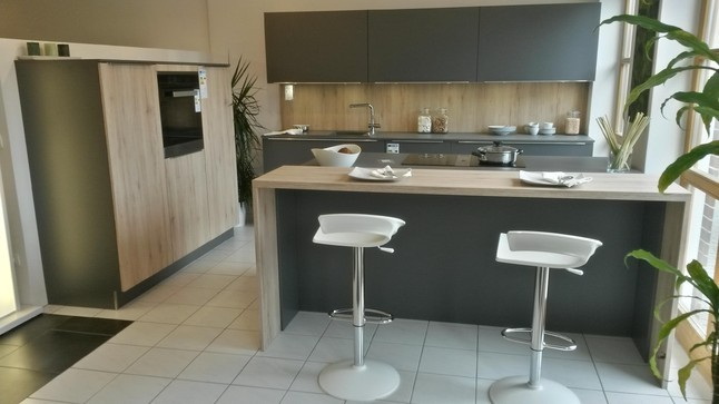 HckerMusterkche Moderne Einbaukche lavagrau Kochinsel mit BORA  Abzugssystem MIELE