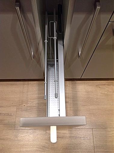 systhemaMusterkche Schller C2 Kchenzeile mit Hochschrnke aus dem Musterraum