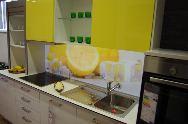 NolteMusterkche Moderne Planung incl beleuchtete Lemon