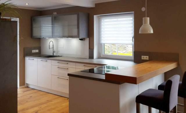 Schöne Küche in Kreppen mit Theke | Küchen Blank | Das etwas andere ...