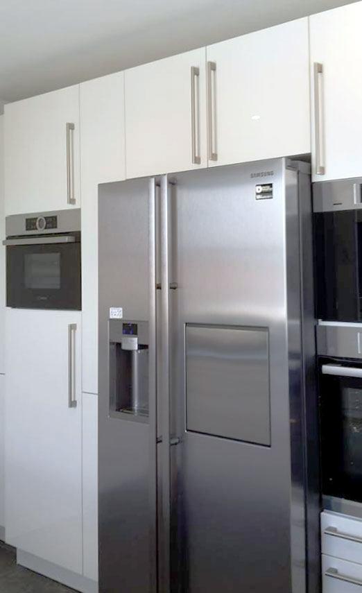 Küche mit integriertem Side-by-Side in Hausen