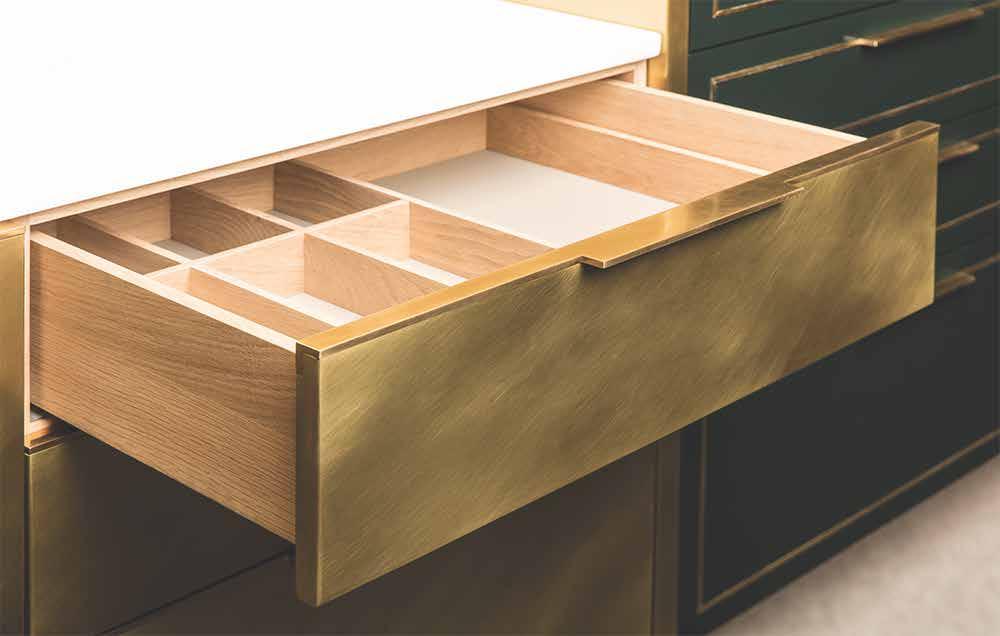 Die Brass Kitchen Warmer Goldglanz einer MessingKche  KchenDesignMagazinLassen Sie sich