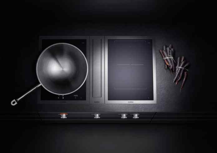 Many manufacturers already offer special wok wells as a module for a hob with integrated downdraft. However, cooking is no problem at all with conventional, planned fields, according to Gabriele Rapsch. For large pots, on the other hand, the spoon trick must be served. (Photo: Gaggenau)