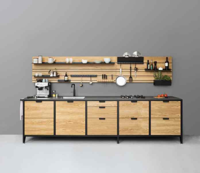 The functional kitchen: for some, this means putting all the utensils in view - the other would rather hide them behind closet doors. Both are a must in everyday life - and bring fun into the kitchen process. (Photo: Jan Cray Manufaktur Hamburg)