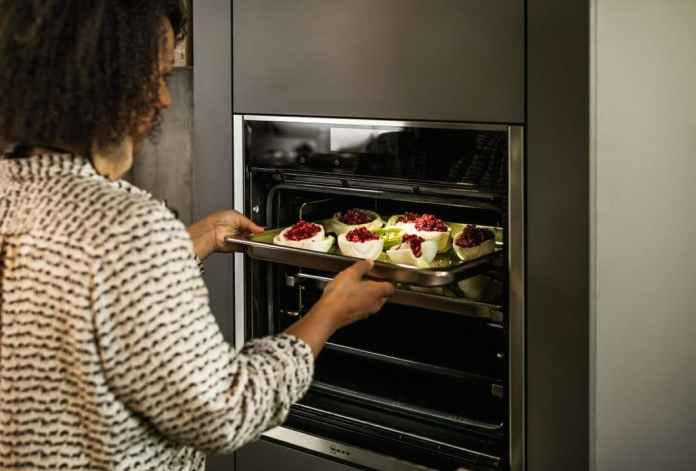 The oven door by Neff Slide & Hide can be functionally pushed into the lower area of the appliance, allowing free access to the oven. (Photo: Neff)