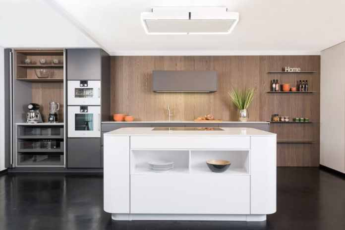 A pocket cabinet, a cabinet with extra storage space, provides space for small kitchen appliances that release the valuable space on the worktop. (Photo: Lang Kitchens & Accessories)