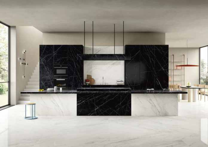 Aesthetic perfection from the Italian market leader: with its high-quality digital printing process, SapienStone creates marble surfaces for the kitchen that can withstand the original in terms of appearance and feel - and yet are indestructible. (Photo: SapienStone)