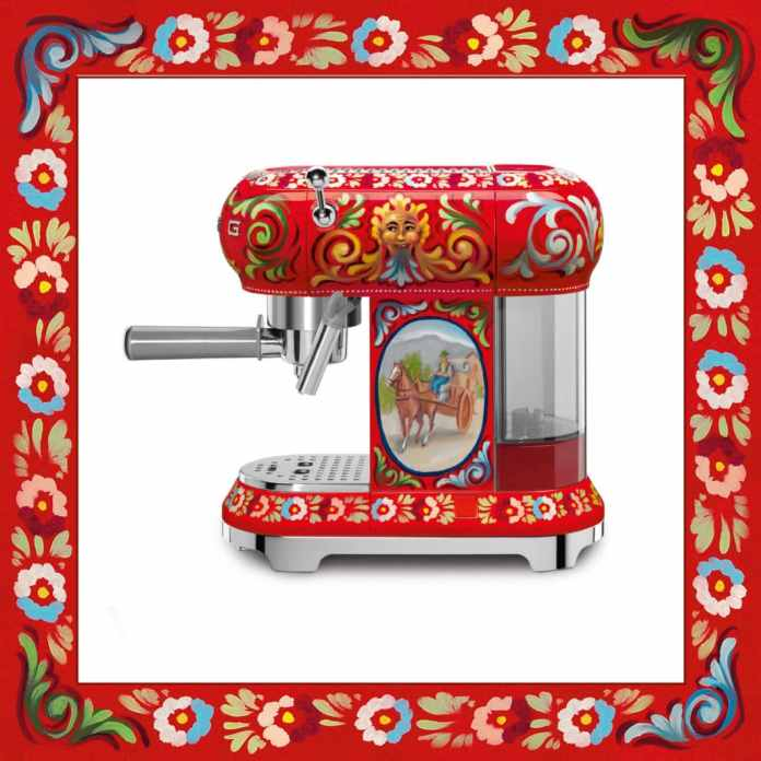 The espresso coffee machine is decorated with a laughing Sicilian mask and an image of the typical Sicilian goods carts. The symbolism of the series is great. (Photo: SMEG)