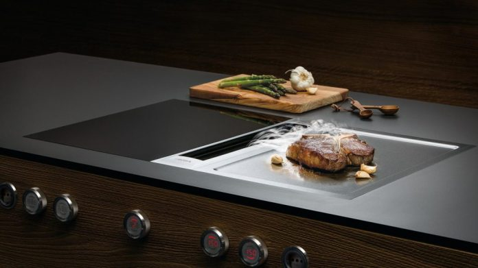 """Today a teppan yaki is often asked about Japan. The word actually comes from the Japanese language, but the stainless steel plate imitates the Spanish """"plancha"""" for spicy roast of meat, fish and vegetables. (Photo: BORA)"""