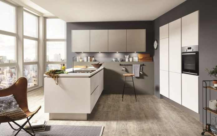 Real lacquer kitchens are among the most valuable kitchen surfaces in the industry. Their rich understanding of color, their velvety texture and long durability as well as naturalness make lacquer fronts a popular means of choice in planning - whether glossy or matt. (Photo: nobilia)