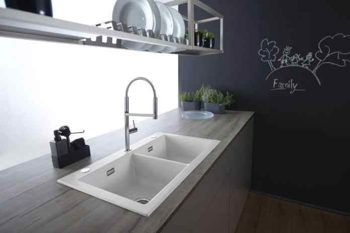Ceramic sinks are popular in the kitchen. This is not only due to the soft, flowing look, but also to the functional high quality. The surfaces are cut, scratch and impact resistant. (Photo: systemceram)