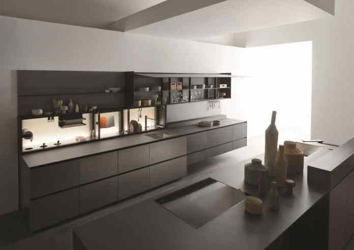 Exceptional kitchen fronts made of aluminum and stainless steel make the Valcucine Riciclantica a very robust and at the same time light model that can be recycled and returned to the environment. (Photo: Valcucine)