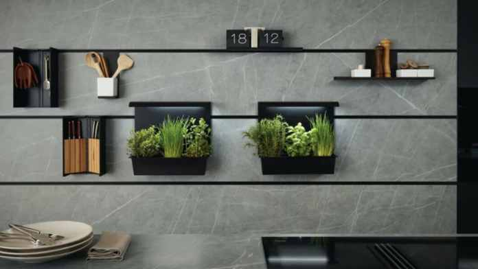 """The intelligent niche system """"next125 cube"""" knows how to make clever use of the space between the upper and lower cabinets.  A panel with fine stainless steel profiles serves as a suspension for all kinds of kitchen gadgets.  (Photo: next125)"""