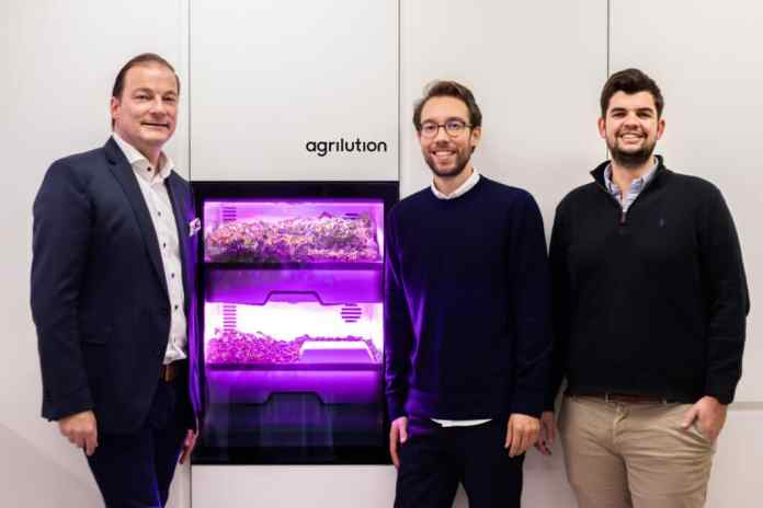 Miele also wants to keep the promise of more sustainability and regionality. The device saves water and electricity and is illuminated with optimal growth light from OSRAM. But of course the idea of a world first in the kitchen is also tempting. (Photo: agrilution and Gernot Trettenbrein from Miele)