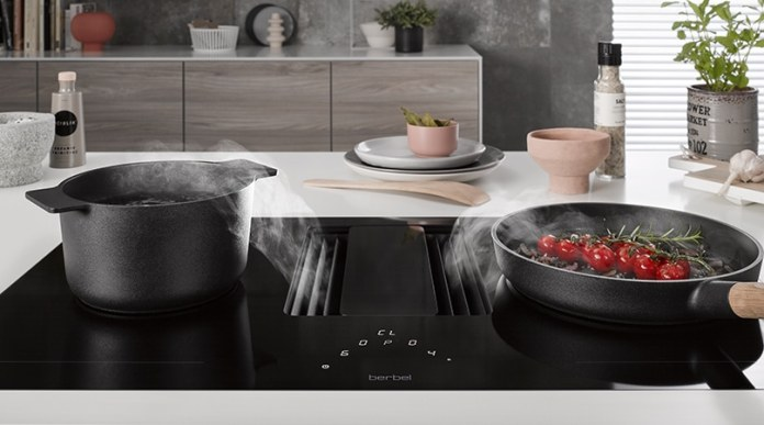If large pans or roasting pans are in use, the cooking zones can be simply interconnected.  (Photo: berbel)