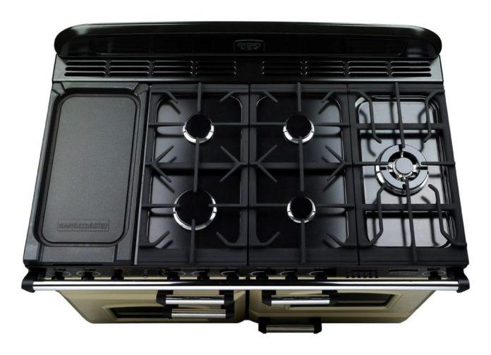 Range cooker with gas hob: 5 burners including wok burner.  (Photo: Falcon)