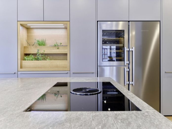Wine cabinet, refrigerator and freezer: the elegant combination device from Liebherr brings American flair to the modern city apartment.  (Photo: Dross & Schaffer Ludwig 6)