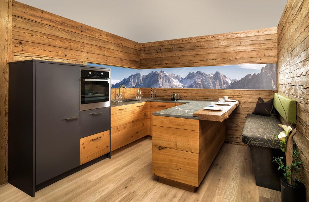 Landhauskuchen aus holz bilder ideen fur rustikale for Kleine landhausküche