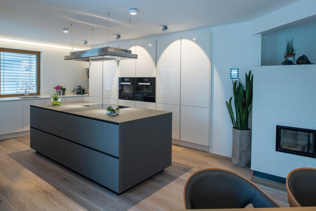 Moderne Kche Mit Kochinsel Und Esszimmer - Design