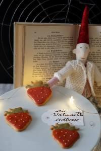 Wichtel mit Erdbeere